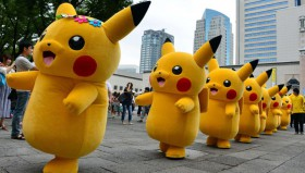 Un esercito di Pikachu invade il Giappone