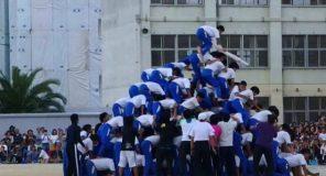 Piramidi umane in Giappone: Bambini a rischio