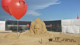 IT Capitolo Due: Una statua di sabbia per celebrare l'arrivo del film